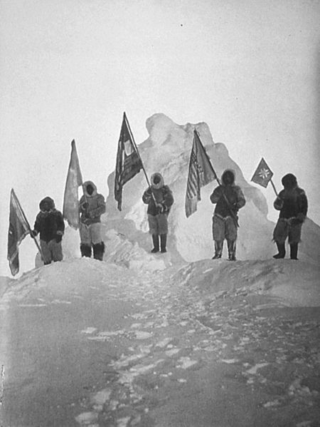 450px-Peary_Sledge_Party_and_Flags_at_the_Pole_